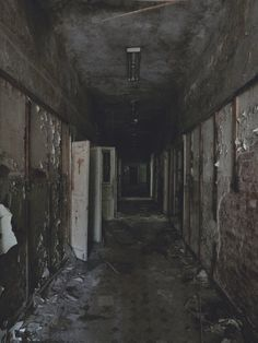 Maybe Ghosts. Reminds me of silent hill!this is just creepy Haunted Asylums, Abandoned Asylums, Abandoned Buildings, Abandoned Places, Spooky Places, Haunted Places, Photo Post Mortem, Scream, Asile