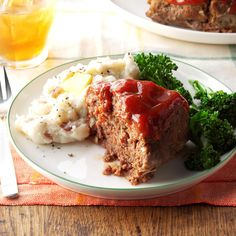 This simple, easy-to-make meat loaf is one of my personal favorites. I'm often asked for the recipe. —Laura Burgess, Mount Vernon, South DakotaMeat Loaf from the Slow Cooker Recipe photo by Taste of … Best Slow Cooker, Crock Pot Slow Cooker, Crock Pot Cooking, Slow Cooker Recipes, Crockpot Recipes, Crockpot Meat, Meat Recipes, Cooking Recipes, Dinner Recipes