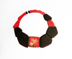 Flora Vagi – Necklace: Red Rockrose – Ebony, acrylic paint, 18ct gold, silk, wood