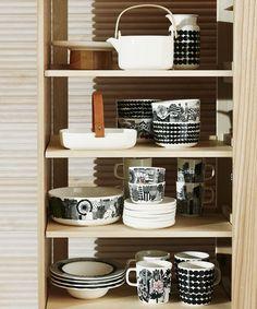 This stoneware mug features the Räsymatto pattern in black dots. The Siirtolapuutarha Räsymatto Mug is made of dishwasher, oven, microwave and Mugs, Decor, Stoneware Mugs, Home Kitchens, Interior, Beautiful Table, Marimekko, Kitchen Room, Home Decor