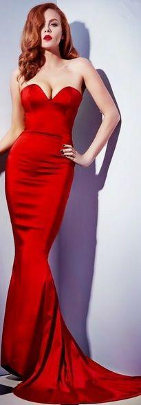 #robe  #rouge  #femme  #woman  #fille  #girl  #rousse  #gorgeous  #sexy  #boob  #poitrine