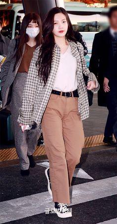 Redvelvet Joy Airport Fashion - Official Korean Fashion - Asia Travel Outfit I. Fashion Idol, Kpop Fashion Outfits, Blackpink Fashion, Korean Outfits, Petite Fashion, Korean Airport Fashion, Korean Fashion Kpop, Korean Fashion Casual, Red Velvet