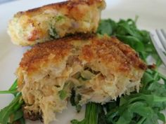 Saucy Mama's Oscar-Worthy Sassy Salmon Cakes (SouthBeach friendly) from Mindy Kobrin / Mindy's Meals on Heals. Salmon Recipes, Fish Recipes, Seafood Recipes, Snack Recipes, Cooking Recipes, Healthy Recipes, Restaurant Recipes, Copycat Recipes, Cake Recipes