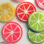 These felt coasters make me happy. If you are feeling crafty head on over to Purl Bee to see how to make them! Cute Coasters, Felt Coasters, Fabric Crafts, Sewing Crafts, Sewing Projects, Diy Projects To Try, Craft Projects, Felt Projects, Purl Bee