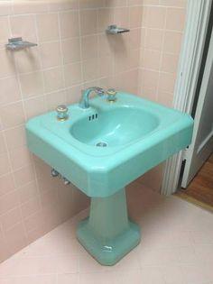 37 Ideas for bathroom blue sink tubs Bathroom Wall Decor, Bathroom Colors, Small Bathroom, Silver Living Room, Wood Bathtub, Vintage Sink, Dark Blue Walls, Wood Interior Design, Vintage Bathrooms