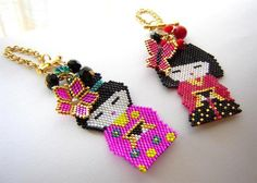 beaded charms Beaded Crafts, Beaded Ornaments, Jewelry Crafts, Peyote Patterns, Loom Patterns, Beading Patterns, Seed Bead Projects, Beading Projects, Beaded Earrings
