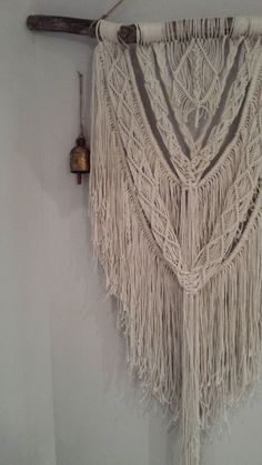 Etsy の Macrame Wall Hanging Sundance by Woodrowandco