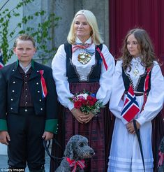 King Harald, Queen Sonja, Crown Prince Haakon, Crown Princess Mette-Marit, Princess Ingrid Alexandra and Prince Sverre Magnus greeted children's parade Norway National Day, Maud Of Wales, Ingrid Alexandra, Norwegian Royalty, Old Prince, Kid Poses, Royal Fashion, Costume Dress, Traditional Dresses