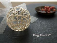 ガラスボールにタティング  Tiny Flowers* にゃんことてしごと ~猫とタティングレース~
