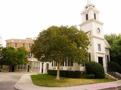 Rosewood's Local Church Pretty Little Liars Warner Bros. Sets (22 of 52)