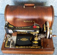 1912 Singer Model 28 Rococo   this is just like my mum,s old machine.