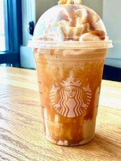 Here's How To Order The Strawberry Cheesecake Frappuccino Off The Starbucks Secret Menu Starbucks Summer Drinks, Starbucks Strawberry, Bebidas Do Starbucks, Starbucks Secret Menu Drinks, Strawberry Drinks, Starbucks Recipes, Caramel Frappuccino, Frappuccino Recipe, Starbucks Frappuccino