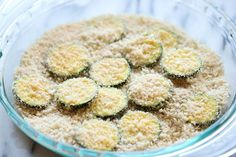 Zucchini Parmesan Crisps - A healthy snack that's incredibly crunchy, crispy and addicting! Easy Snacks, Healthy Snacks, Zucchini Parmesan Crisps, Zucchini Sticks, Vegetable Dishes, Vegetable Recipes, Appetizer Recipes, Appetizers, Cooking Recipes