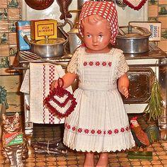 * Kleine Köchin * 40/50 Jahre Schildkröt Ursel,  für die Puppenküche und Herd.