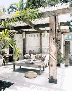 Don't spend lovely spring days cooped up inside, instead invest in a beautifully thatch lapa to make the most of your otudoor living space this season. Not only do shaded patios protect you from the sun's rays, the make amazing entertainment areas and are Casa Patio, Pergola Patio, Backyard Patio, Pergola Kits, Pergola Ideas, Outdoor Rooms, Outdoor Gardens, Outdoor Living, Outdoor Decor
