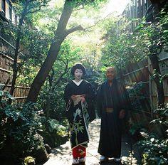geiko Konomi with her dresser at her okiya's garden