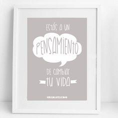 Estás a un  PENSAMIENTO  de cambiar tu vida.  Lámina disponible en http://ift.tt/1n71PmC  #virusdlafelicidad #lamina #pensamientos #vida #frase #regalo