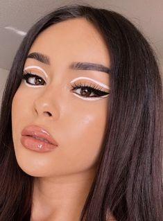 Disney Eye Makeup, Eye Makeup Art, Colorful Eye Makeup, Simple Eye Makeup, Eyeshadow Makeup, Beauty Makeup, Gold Makeup Looks, Blue Makeup, Rhinestone Makeup