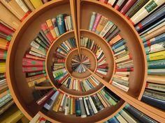 I libri per me non sono solo oggetti, ma portali su altri mondi e culture ne leggo circa 60 all'anno