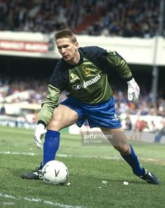 Football Photos, Sport Football, Portsmouth England, England Shirt, Vintage Football, Goalkeeper, Knight, Baseball Cards, Running