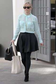 Reese Witherspoon Photos: Reese Witherspoon Stops by Her Office