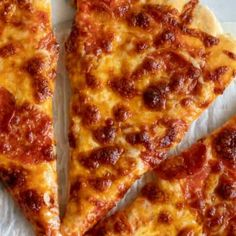 This {No Yeast} Pizza Dough is the quickest, easiest way to make fresh, homemade pizza for your family. All it takes is 15 minutes from start to finish! No Yeast Pizza Dough, Easy Pizza Dough, Homemade Pizza Rolls, Homemade Breads, Sweet Dough, Egg Free Recipes, Pasta, Cooking Recipes, Pizza Recipes