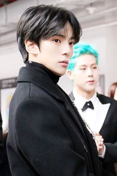 """(STARCAST) MONSTA X at the site of the 27th Seoul Music Awards! - Minhyuk Source: Naver """