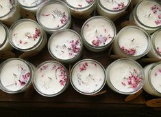 Bougies & fleurs séchées. Bordeaux France, Wedding Gifts For Guests, Homemade Candles, Guest Gifts, Candels, Soy Candles, Decoration, Tableware, Floral