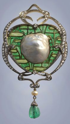 An impressive Art Nouveau gold, silver, plique-à-jour enamel, diamond and pearl brooch by Emile Olive, Fonsèque et Olive, French, circa 1895. This pendant is an exceptional example of the fusion of Japonisme and Art Nouveau in France. #ArtNouveau #EmileFonseque #brooch