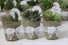 Thalita Galvani - Design em convites, lembranças e festas Baby Shower Party Favors, Bridal Shower, Wedding Show, Wedding Gifts, Suculentas Diy, Plant Wedding Favors, Succulent Favors, Party Gifts, Wedding Designs