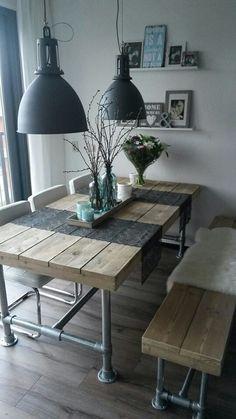 Deze tafels heb ik ook ooit nog eens gemaakt bij Biljartfabriek Princesse waar ze ook onder anderen meubels maakte onder anderen