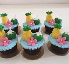 Cupcakes Moana, Kid Cupcakes, Cupcake Cakes, Moana Birthday Party, Moana Party, Luau Birthday, Tropical Cupcakes, Tropical Party, Hawaii Cupcakes