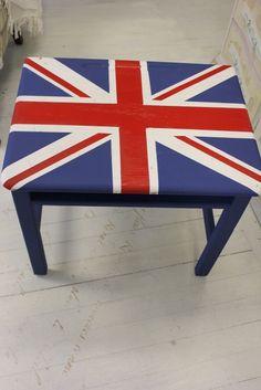 Cute little Union Jack desk~how fun!