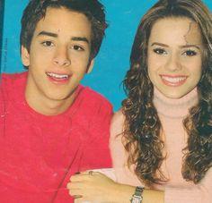 Sandy & Junior : Lindos <3 Coletiva do show do maracanã . Sandy linda com roupa toda rosa toda cabelo cacheado .. Lindo demais <3 Esse poster é um scan * | sandylaehjunior