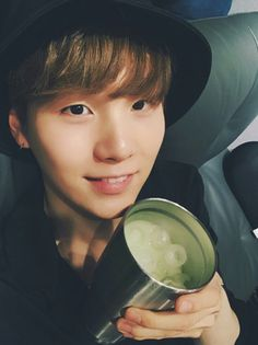WHY DOES SUGA LOOK SO DIFFERENT IN PICTURES LIKE HE LOOKS SO BOYFRIEND