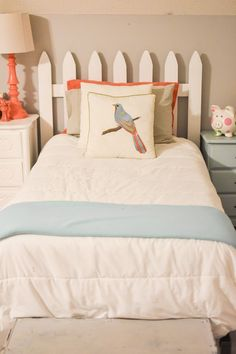 Add picket fence projects to your decor for cute, classic, country, farmhouse decor on a budget! These creative picket fence projects will add instant age to your home with a budget friendly DIY pricetag. Girls Headboard, Headboards For Beds, Girls Bedroom, Bedrooms, Picket Fence Decor, Picket Fence Headboard, Diy Fence, Big Girl Rooms, Decorating Your Home