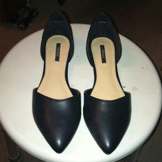 Black flats BNWOT Very cute and brand new. Super comfy and perfect to slip in your purse for a quick change and comfort for when you've been in heels all day :) Forever 21 Shoes Flats & Loafers