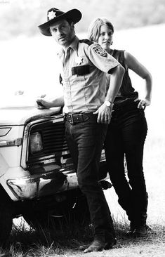 Rick Grimes and Maggie Greene ~ The Walking Dead Walking Dead Coral, The Walking Dead 2, Best Zombie, Friday Humor, Funny Friday, Lauren Cohan, Grumpy Cat Humor, Meme Comics, Dead Inside