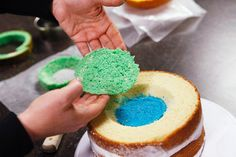 5 Handy Tips for Decorating Surprise-Inside Cakes