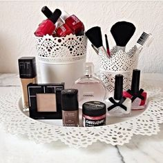 Makeup Storage Make up similar awesome projects and ideas as presented in the picture you& find . Make Up Organizer, Make Up Storage, Beauty Room, Diy Beauty, Beauty Makeup, Makeup Storage Organization, Storage Ideas, Organization Ideas, Rangement Makeup