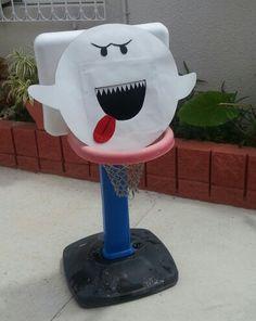 Fantasma juego lanzas bola a la boca