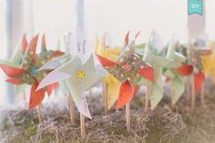 DIY : De jolis moulins à vent en déco, en centres de table, en marques-place... - Organiser un mariage