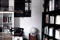 La storia di Meme Glass (terza puntata)  … Si tenne gli occhiali fino al 1924, ma dopo la sua interpretazione in Entr'acte, esordio cinematografico di Renè Clair, li consegnò durante un bizzarro rito rosacrociano all'amico regista che li terrà fino al 1959, quando in un bar di Buenos Aires si scontrò con l'impacciato scrittore Jorge Luis Borges. ...