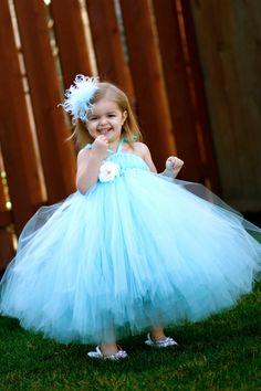 Pretty flower girl dress idea