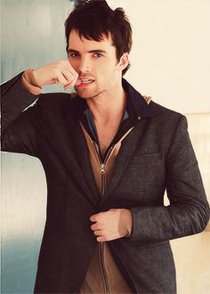 Ian Harding, the only reason I tried to watch Pretty Little Liars
