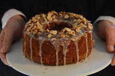 Saftiger Haselnusskuchen   Durch längeres Rühren wird der Kuchen sehr fluffig und locker....