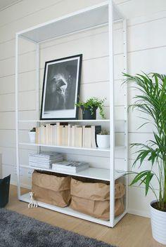 talo markki -varastohylly ikea olohuoneessa
