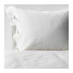 IKEA - LINBLOMMA, Pussilakana + 1 tyynyliina, 150x200/50x60 cm, , Pellava on luonnonmateriaali, jonka kuidut tekevät pinnasta elävän. Siitä valmistetut vuodevaatteet ovat pinnaltaan kauniita ja niissä on kevyt kiilto.Pellava on hengittävää ja kosteutta imevää, minkä ansiosta sängyssä on miellyttävämpi nukkua.Pellava on vahvaa ja kestävää materiaalia, joka hylkii likaa luonnostaan. Pellava muuttuu ajan mittaan entistä kauniimmaksi.Koristeellisten nauhojen ja piilotaskun ansiosta peitto pysyy…