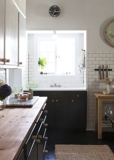 Daniel Kanter Kitchen Makeover via Lonny. Love the little sink alcove, but I'm guessing it wouldn't be so practical for washing dishes and/or carting things to dishwasher.
