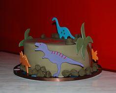 https://flic.kr/p/8Wwrtw | Dinosaur cake | Some simple fondant dinosaur decorations cut from cookie cutters.